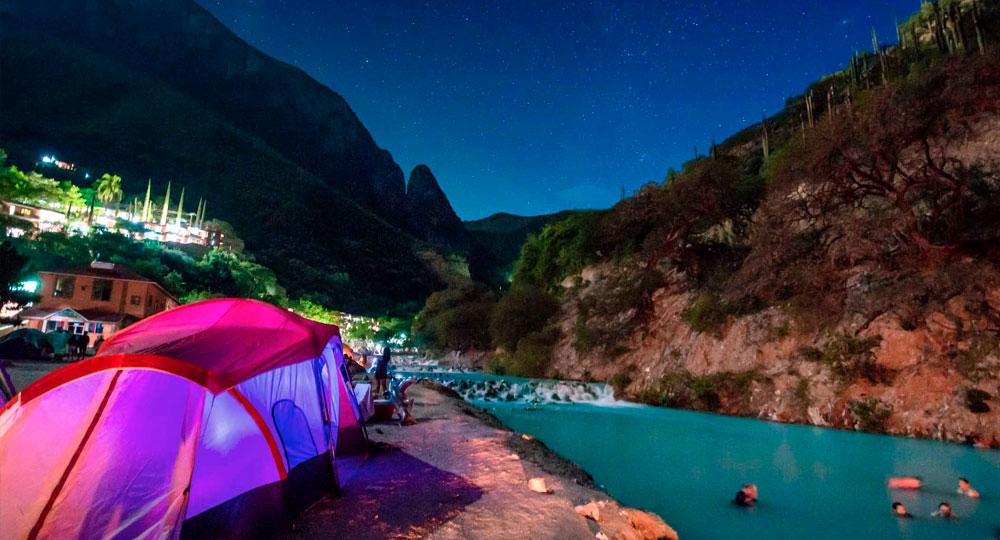 personas acampando en grutas de tolantongo